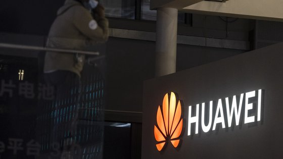 Mais de três milhões de pessoas em Portugal usam telemóveis ou outros dispositivos da Huawei, segundo o diretor de consumo da empresa na Europa