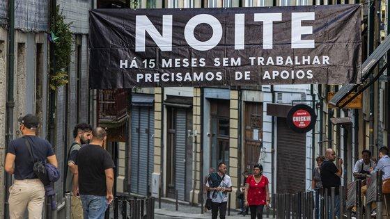 Os bares e discotecas vão permanecer encerrados até outubro, mês em que poderão reabrir para clientes com certificado de vacinação contra a Covid-19