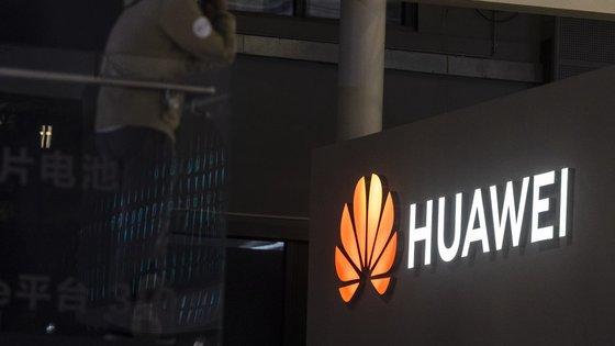 """A Huawei foi colocada numa """"lista negra"""" de entidades do Departamento do Comércio dos Estados Unidos"""