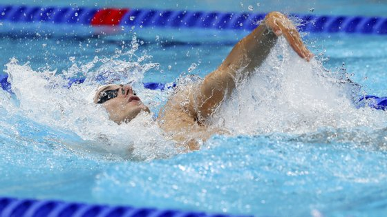 O nadador português Francisco Santos em ação durante a prova de qualificação dos 200m costas dos Jogos Olímpicos Tóquio2020, Japão, 28 de julho de 2021. JOSÉ COELHO/LUSA