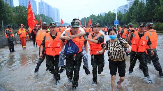 O saldo de mortos ou desaparecidos fixou-se, até à data, em 146, e cerca de 72.000 casas desabaram, enquanto as perdas económicas ascenderam a 123 mil milhões de yuans (16.023 milhões de euros)
