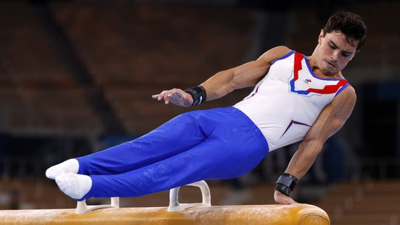 epa09367303 Artur Dalaloyan of Russia performs during the men's Pommel Horse final during the Artistic Gymnastics events of the Tokyo 2020 Olympic Games at the Ariake Gymnastics Centre in Tokyo, Japan, 26 July 2021.  EPA/HOW HWEE YOUNG