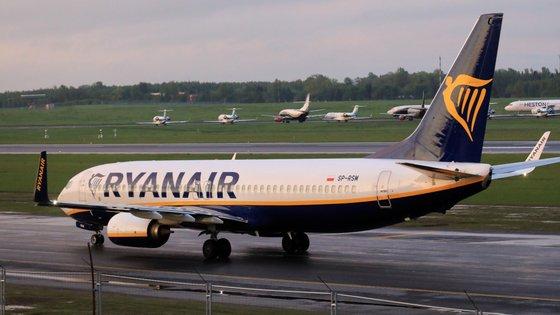 """""""Só no dia em que trabalhámos juntos contactámos com 689 passageiros"""", recorda o hospedeiro preocupado com as pessoas que viajaram na companhia aérea"""