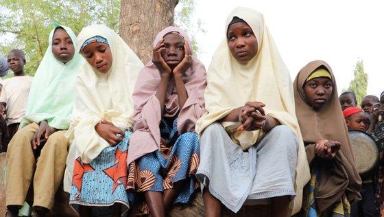 """""""Os pistoleiros forçaram a entrada na escola e levaram os reféns"""", disse Abdullahi Aminu, um responsável da administração"""