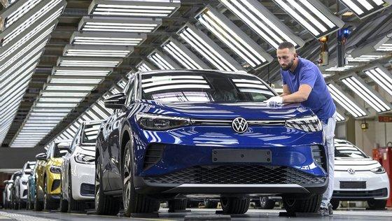 O grupo está a acelerar a transição para o fabrico de carros elétricos.