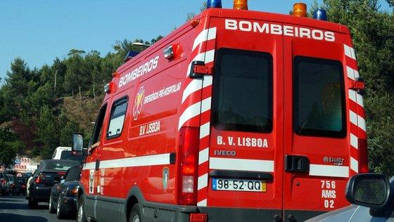 Os feridos seguiam todos no autocarro e foram levados para o hospital