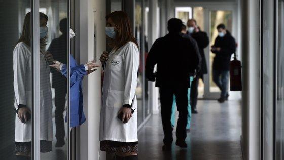 1.000 deslocações ao continente por ano, correspondendo a cerca de 600 pacientes