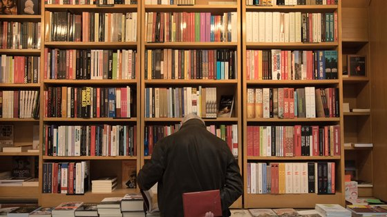 Fernando Aguiar possui um arquivo constituído por cerca de 2.500 originais de poesia visual