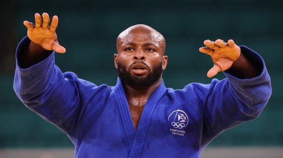 O atleta português Jorge Fonseca venceu o canadiano Shady Elnahas e conquistou a medalha de bronze na categoria de -100kg
