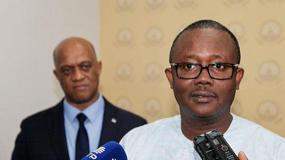 São proibidos de viajar para fora da Guiné-Bissau e ainda as suas contas bancárias estão congeladas desde 2021