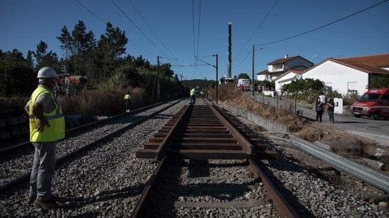 O comboio seguia no sentido sul-norte com destino a Braga e o descarrilamento deu-se após o Alfa Pendular abalroar um VCC