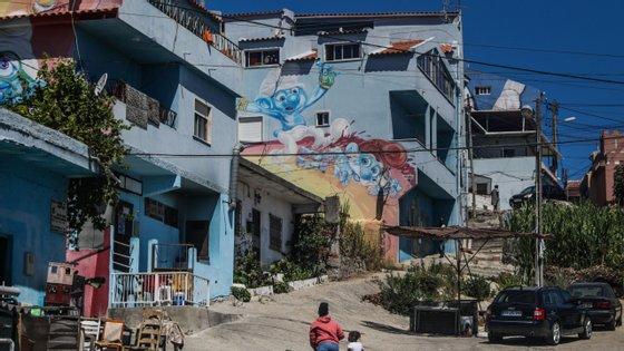 Para António Borges, a solução para a precariedade vivida no bairro (construído maioritariamente em terrenos privados) passa pela expropriação dos terrenos e a sua requalificação