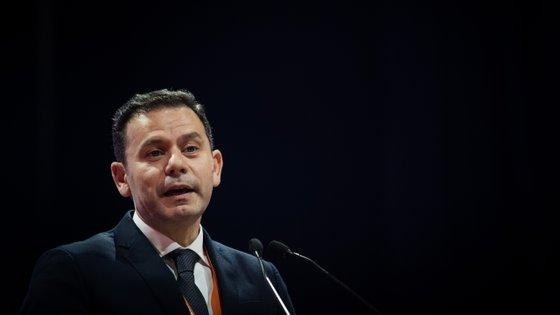 """Montenegro enviou """"uma saudação muito calorosa"""" a todos os que """"se disponibilizaram para envergar a camisola do PSD"""""""