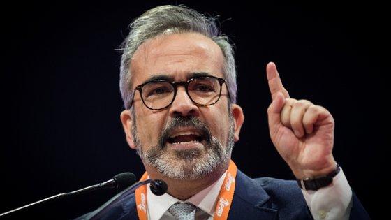 """Colocando-se """"em total sintonia"""" com o líder do PSD, Rui Rio, nas críticas ao PS, Paulo Rangel disse acreditar que esta situação """"pode reforçar em muito a votação do PSD nas eleições autárquicas"""""""