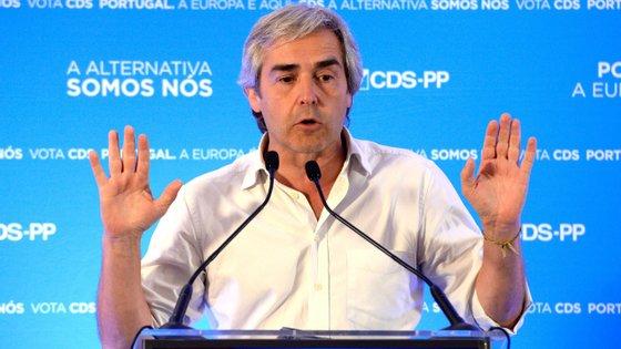 """""""O CDS-Partido Popular vai doer a muita gente e vai custar a muitos comentadores, mas vai sair mais forte e vai crescer nas urnas no dia 26 de setembro"""", defendeu Nuno Melo"""