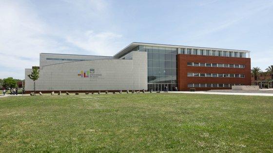 Entre os dias 15 e 18 de junho, as autoridades de saúde confirmaram 17 novas infeções na comunidade escolar