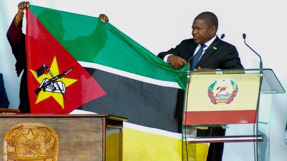 O chefe de Estado moçambicano assegurou que a inoculação massiva da população vai permitir a retoma da vida social e económica do país o mais normal possível