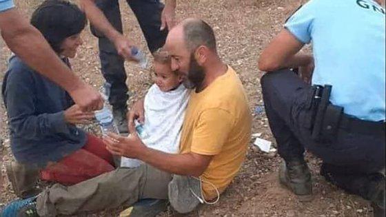 A criança terá desaparecido na quarta-feira da casa dos pais, situada a cerca de 1,5 quilómetros do núcleo central de Proença-a-Velha
