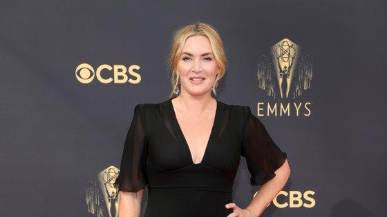 """Kate Winslet ganhou o troféu pelo papel de Mare Sheehan na minissérie """"Mare of Easttown"""", da HBO"""