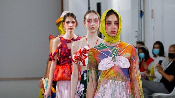 Ao segundo dia do Portugal Fashion desfilaram pela plataforma Bloom os futuros talentos da moda nacional e não faltou arrojo, cor e preocupação com o ambiente