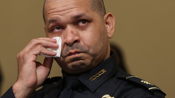 Aquilino Gonell, que combateu no Iraque, não conseguiu conter as lágrimas durante a audição