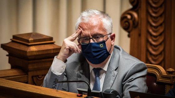 """O deputado da bancada social-democrata Carlos Peixoto acusou o PS de ter """"impedido"""" que o assunto fosse incluído na ordem de trabalhos da Comissão"""", apesar de reconhecer que tinha esse direito do ponto de vista formal"""