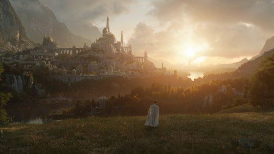 A Amazon divulgou esta semana uma primeira imagem da série. As filmagens estão a decorrer na Nova Zelândia, onde foram gravados os três filmes realizados por Peter Jackson