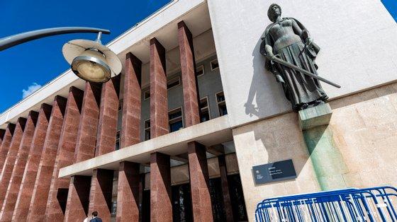 O Tribunal de Aveiro determinou ainda que o arguido irá continuar em prisão preventiva a aguardar o desenrolar do processo
