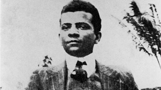 Triste Fim de Policarpo Quaresma foi publicado originalmente em 1911, há 110 anos. O autor, Lima Barreto nasceu em 1881 no Rio de Janeiro, a mesma cidade onde morreu, em 1922