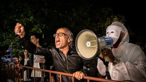 O almirante Gouveia e Melo, responsável pela task force de vacinação contra a Covid, foi recebido por manifestantes negacionistas na noite de 14 de agosto, à chegada ao Pavilhão Multiusos de Odivelas