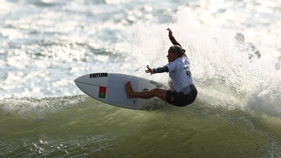 Yolanda Hopkins pode garantir esta terça-feira a entrada na luta pelas medalhas olímpicas em ano de estreia do surf