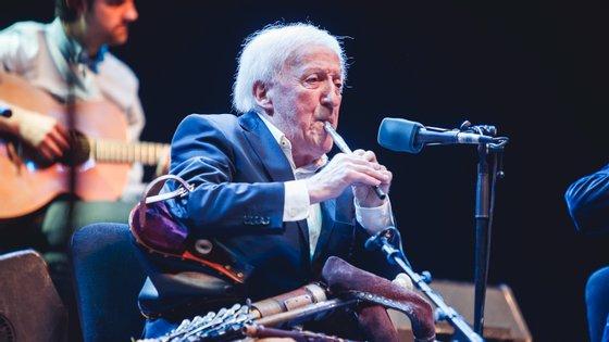 Nascido e criado em Dublin, Moloney começou a tocar músicas aos seis anos, começando por um apito de lata de plástico oferecido pela mãe