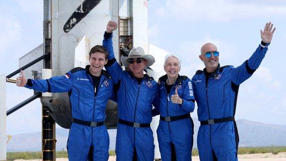 O astronauta mais novo e a mais velha a ir aos espaço e os irmãos Bezos