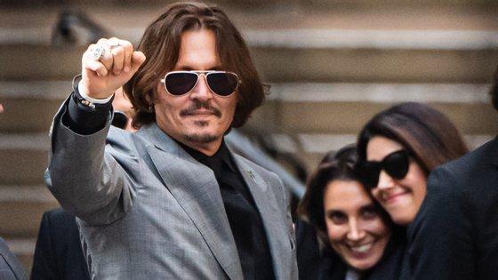 Aos 58 anos, Johnny Depp conseguiu uma vitória na justiça contra a ex-mulher Amber Heard
