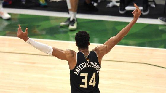 O jogador grego, filho de pais nigerianos, chegou à NBA em 2013