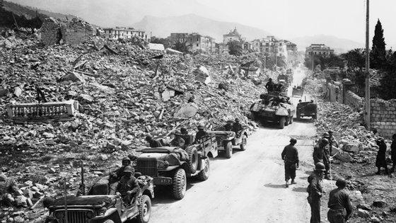 Naquela altura, os soldados norte-americanos tentavam conter o avanço dos militares nazis para o norte de Itália