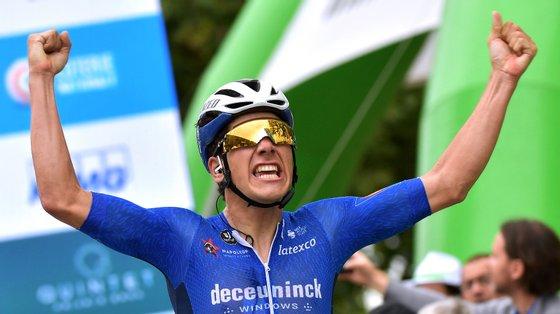 João Almeida conseguiu uma fantástica saída pelo exterior e venceu ao sprint a primeira etapa da Volta ao Luxemburgo