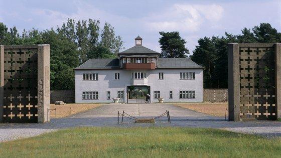 Edifício de entrada do campo de concentração de Sachsenhausen, em Oranienburg, Brandemburgo