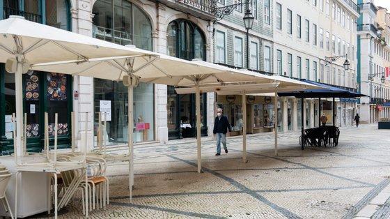Já as discotecas vão permanecer encerradas até outubro, quando as autoridades estimam que 85% da população portuguesa esteja com a vacinação completa contra a Covid-19