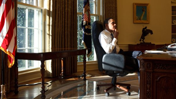 """Barack Obama terá colaborado na série documental de forma indireta. """"Foi uma grande ajuda porque pediu à equipa, aos amigos e a outras pessoas para cooperarem connosco"""", diz a produção"""