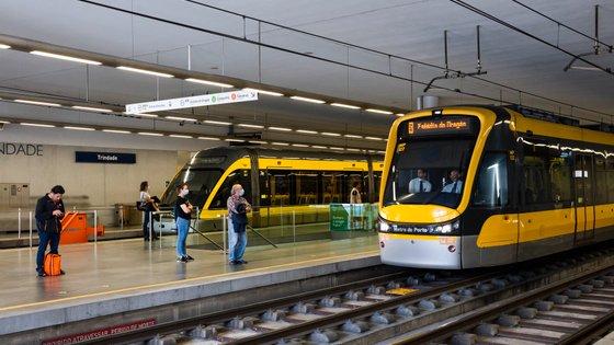A obras de prolongamento da Linha Amarela e a construção da Linha Rosa representam no total um acréscimo de seis quilómetros e sete estações à rede de metro do Porto e um investimento total superior a 400 milhões de euros