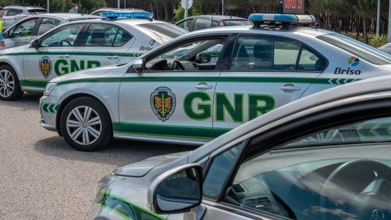 O outro homem, de 31 anos, foi detido em Armação de Pêra, no concelho de Silves, no cumprimento de um mandado de detenção