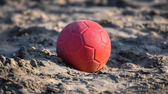 A equipa protestou e não seguiu as regras de equipamento da Federação Internacional de Andebol