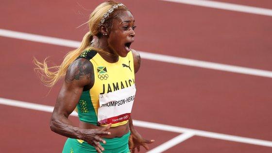 Elaine Thompson-Herah é a nova campeã olímpica dos 100m, com novo recorde a acompanhar