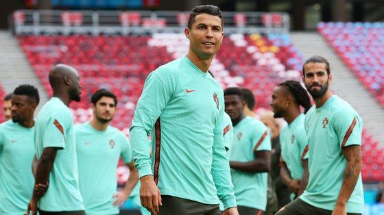A equipa portuguesa treinou no Puskás Arena esta segunda-feira