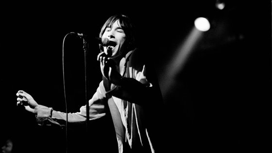 """Bobby Gillespie ao vivo em janeiro de 1992, poucos meses depois do lançamento do álbum """"Screamadelica"""""""