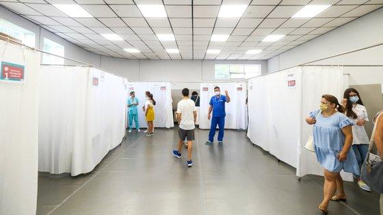 Em Portugal, a campanha de vacinação contra a Covid-19 começou a 27 de dezembro de 2020