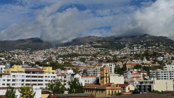 Em causa está uma proposta de lei da Assembleia Legislativa da Região Autónoma da Madeira (ALRAM) que pretende que o IMI possa ser pago em cinco prestações