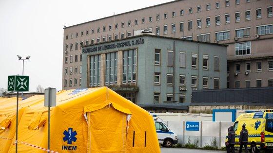 O menor foi transportado para o Hospital de S. João, no Porto