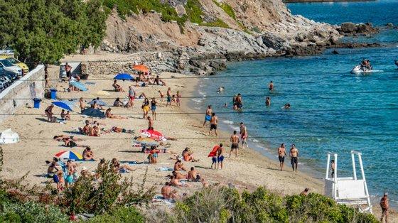 O turismo nas ilhas gregas voltou a disparar depois da reabertura há cerca de 10 semanas